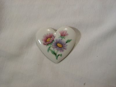...Vintage Avon...Porcelain Heart Flowers Cameo Brooch...