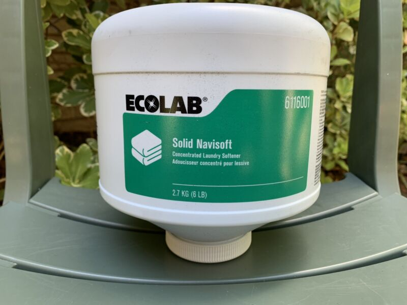 Ecolab SOLID NAVISOFT Concentrated Laundry Softener 6Lb Capsule - 1 Per Order