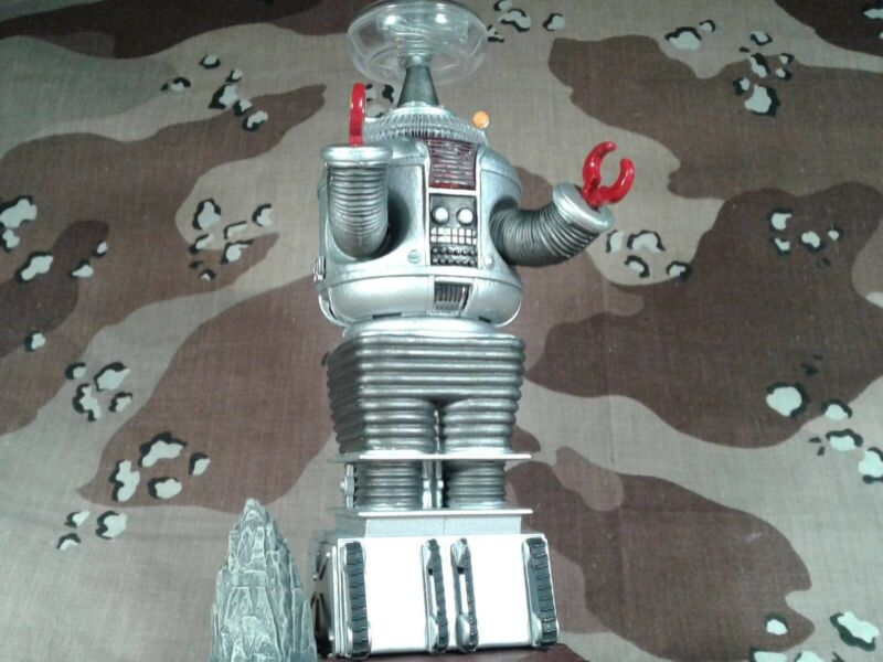 Built LOST IN SPACE B9 ROBOT POLAR LIGHTS/AURORA kit #5030