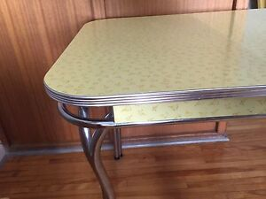 Chrome table and chairs / retro mid century table