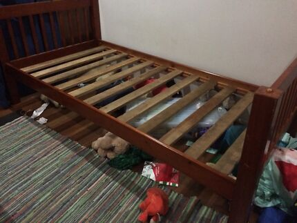Free bunk bed / 2 single beds