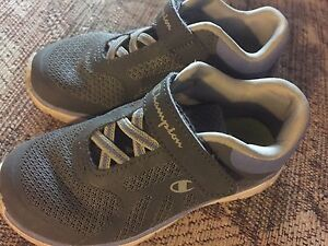 Toddler sneakers Champion size 10