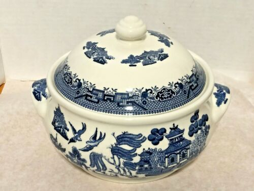"""Churchill England Blue Willow Covered Casserole Soup Tureen 9"""" wide X 6"""" tall"""