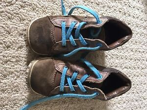 Toddler boys Echo shoes size 9.5