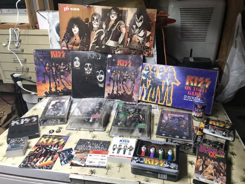 KISS – MEMORABILIA COLLECTION LOT – LP – SONGBOOK – FIGURES - 3