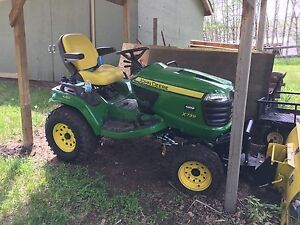 John Deere Signature Series X739 tractor - used only 34 hours