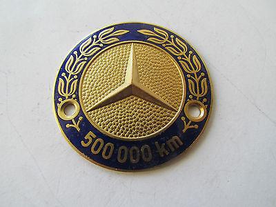 MERCEDES BENZ 500000 km PLAKETTE + Halterung - EMAILLE AUTOPLAKETTE BADGE PLAQUE