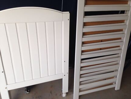 white baby cot very good condition Bruce Belconnen Area Preview