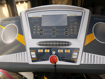 Treadmill great conditon, has fan, aux input and incline