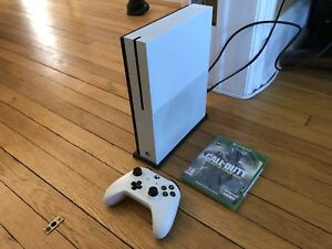 Xbox One S - 500 GB, white, stand, Call of Duty Infinite Warfare