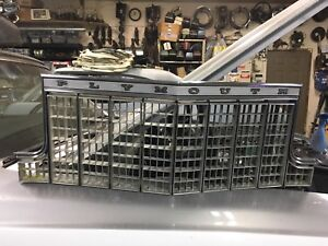 Plymouth caravalle center grill mint