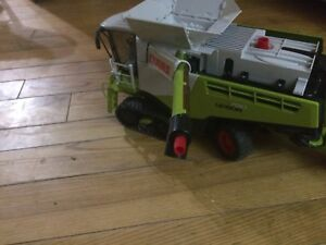 Bruder toy CLAAS LEXION 780 combine