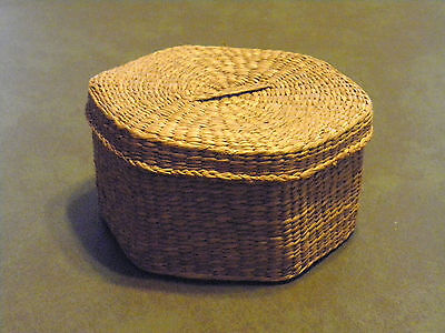 HAND WOVEN 6 SIDED WICKER BASKET WITH HANDLED LID BEAUTIFUL WORKMANSHIP