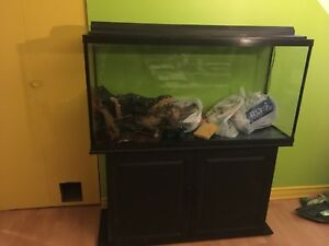 Aquarium 70 gallons et meuble noir ~ negociable~