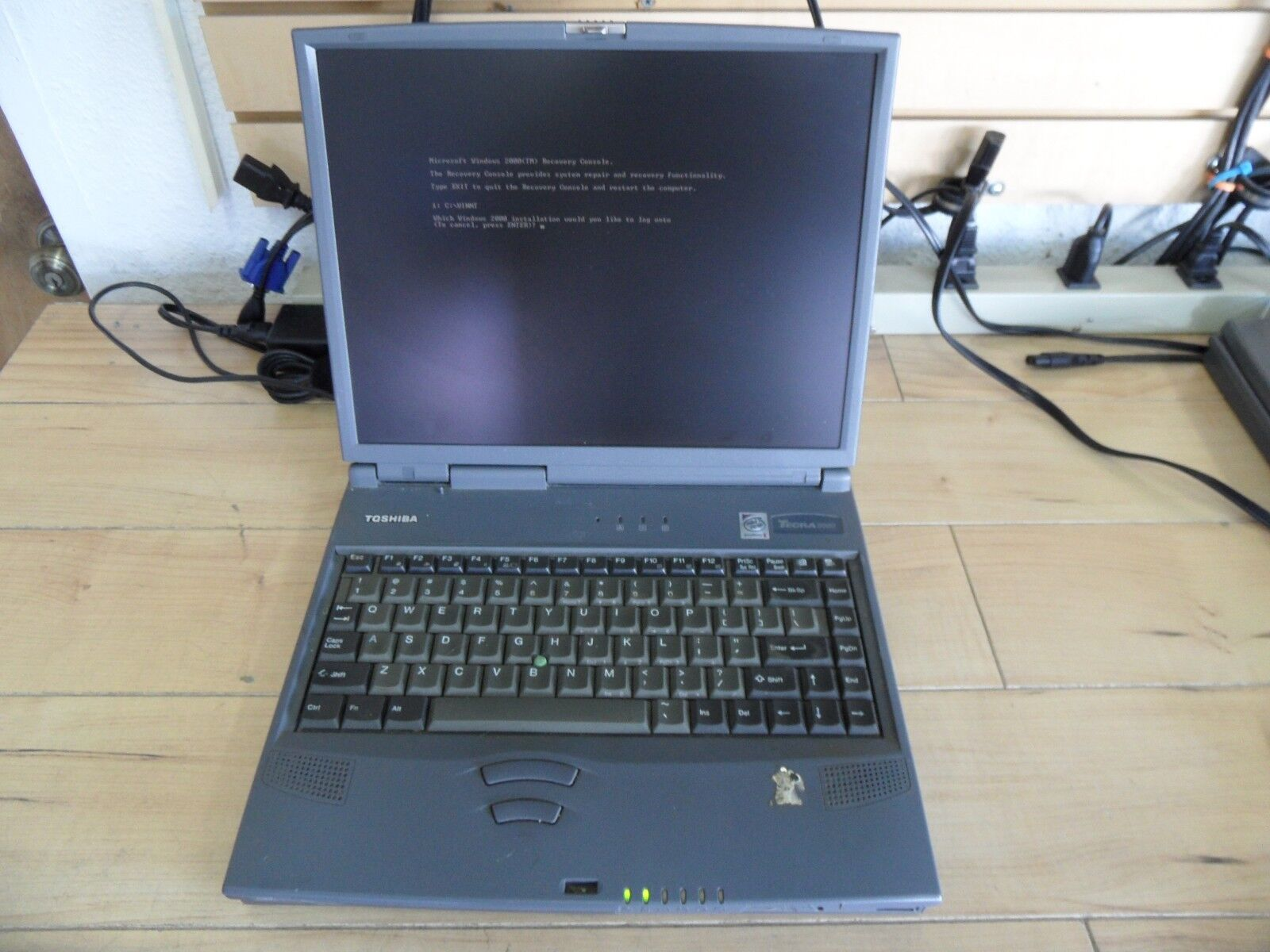 Toshiba Tecra 8000 Laptop For Parts Booted Windows Wiped 10Gb HDD 192 MB Ram