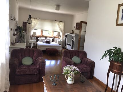 Share house Oakleigh South huge room fully furnished