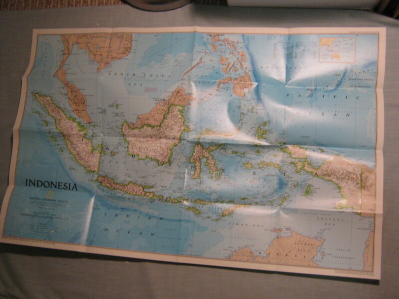INDONESIA POLITICAL AND PHYSICAL WALL MAP National Geographic February 1996 MINT