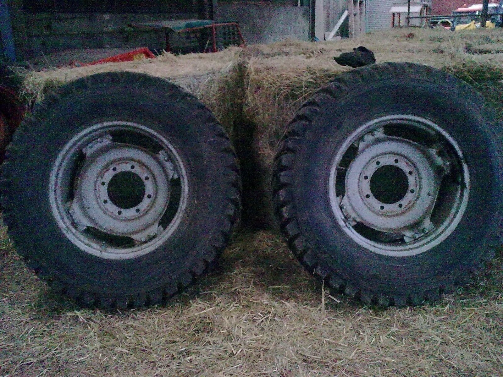 Fendt Case Mcormick wheels with Nokian 400/80/28 road tyres same as 14.9x28