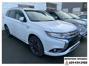 2018 Mitsubishi Outlander PHEV SE; Corporate demo! Qualifies for