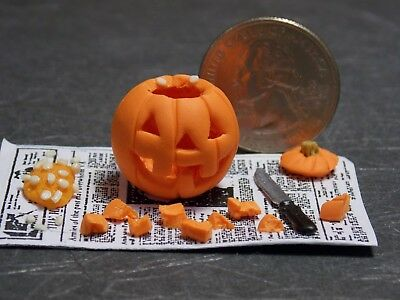 Dollhouse Miniature Halloween Pumpkin Carving Scene 1:12 one inch scale G87 (Halloween 1 Scenes)