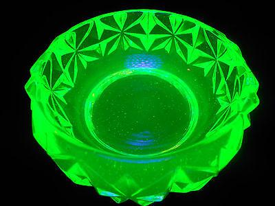 Green Vaseline glass salt dip cellar celt star pattern Uranium candle holder art