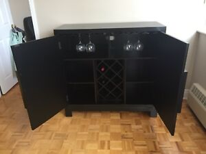 Stunning Buffet/Sideboard/Hutch/Bar