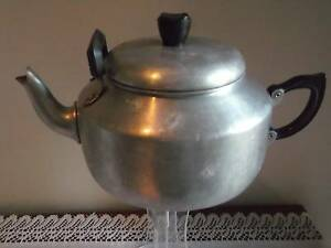 Teapot.Large 2.5 Litres Ideal for a group or family gathering Caboolture Caboolture Area Preview