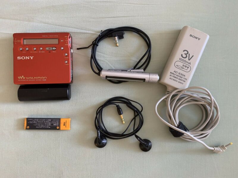 Sony Walkman MZ-R900 RED MiniDisc Recorder Player MDLP AC Charger VINTAGE