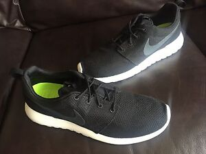 Nike men's Roshe run shoes