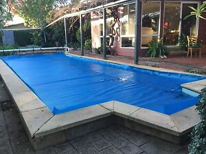 Swimming Pool Solar Blanket with Roller. Valley View Salisbury Area Preview