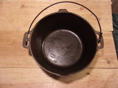 Vintage Cast Iron Dutch Oven w/ Wire Bail No Lid, Marked 10 1/4 in. #7