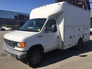 2006 FORD  Diesel 155K 12' Cube van,Solid truck !