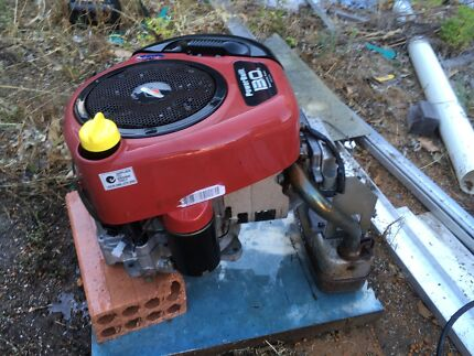 13.5 Horsepower Briggs and Stratton Motor - Lawnmower