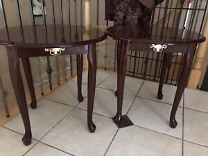 2 Matching Accent/End Tables