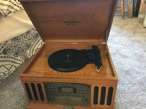 Record player / Am/FM/  cassette player          (in the building)