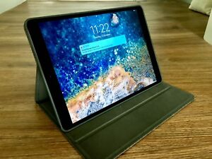 Apple iPad Pro 10.5inch 64GB WiFi (Space Grey) with cover & pencil