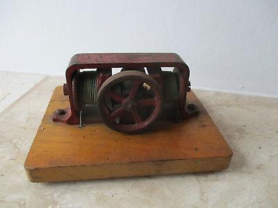 altes Antriebsmodell Dampfmaschinen Dynamo zum Herrichten