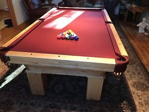 POOL / BILLIARD TABLE