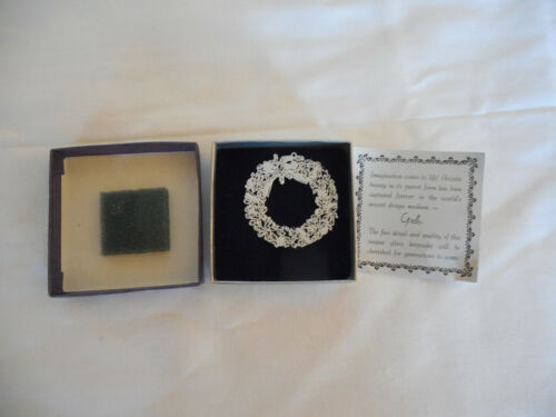 """Opelle by corning cut glass white Christmas wreath ornament 2"""""""