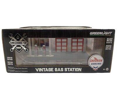 Greenlight 1/64 Mechanic's Corner Series 2 CHEVRON Gas Station Diorama 57022