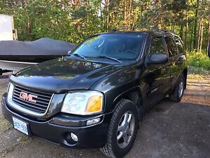 2004 GMC ENVOY 4x4 w/TOW PACKAGE-GREAT CONDITION!