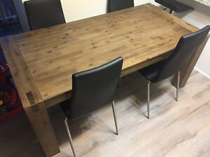 Stylish wooden dining room table <1 year old