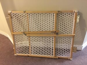 Safety 1st baby guard gate, wood