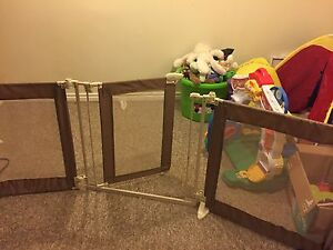 Baby gate and room divider