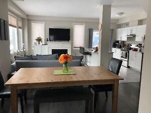 Modern, fully furnished townhouse mins from downtown Collingwood
