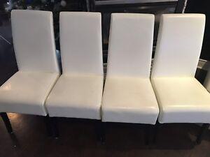 4 Chaises pour 160$ DE MAISON CORBEIL