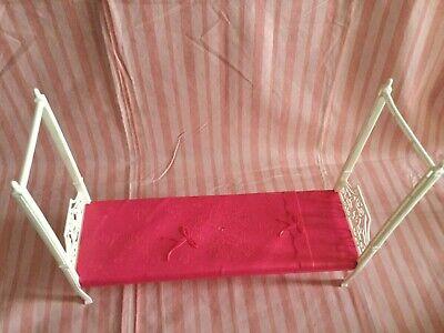 Mattel X7949 Barbie® DreamHouse™ Replacement Dollhouse Pink Bed White Lattice Tr