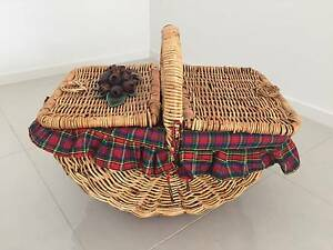 Traditional Picnic Basket Sans Souci Rockdale Area Preview