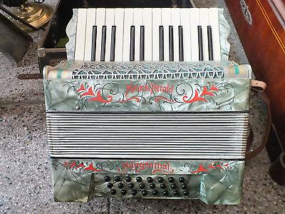 Schönes Akkordeon, Meinel & Herold, Klingenthal im Koffer, sehr guter Zustand!