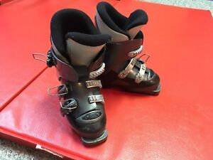 Kids ski boots, skis and helmet